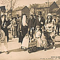 Quid de la carte photo d'un groupe de carnavaleux ?