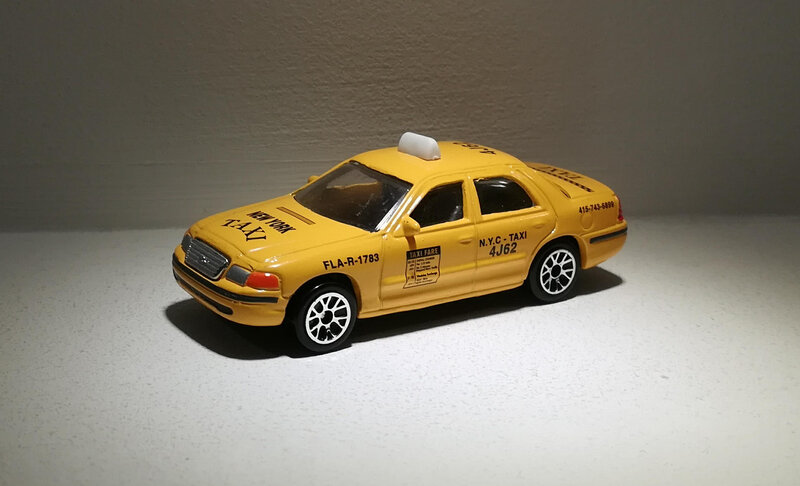 Ford Crown Victoria (Realtoy) 02