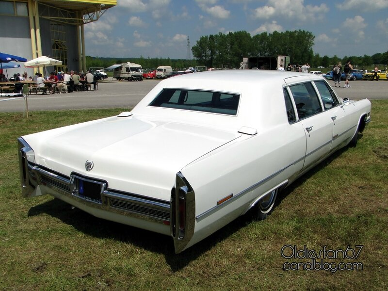 cadillac-fleetwood-limousine-1966-b