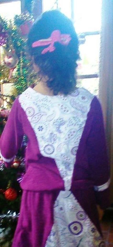 robe Musicale de dos portée par Ily