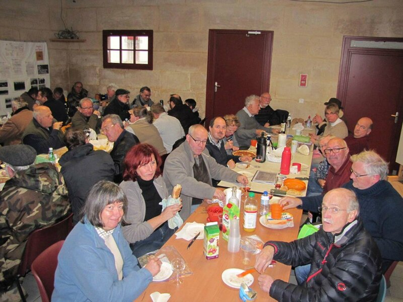 A table!!!!! Photo Militarpas