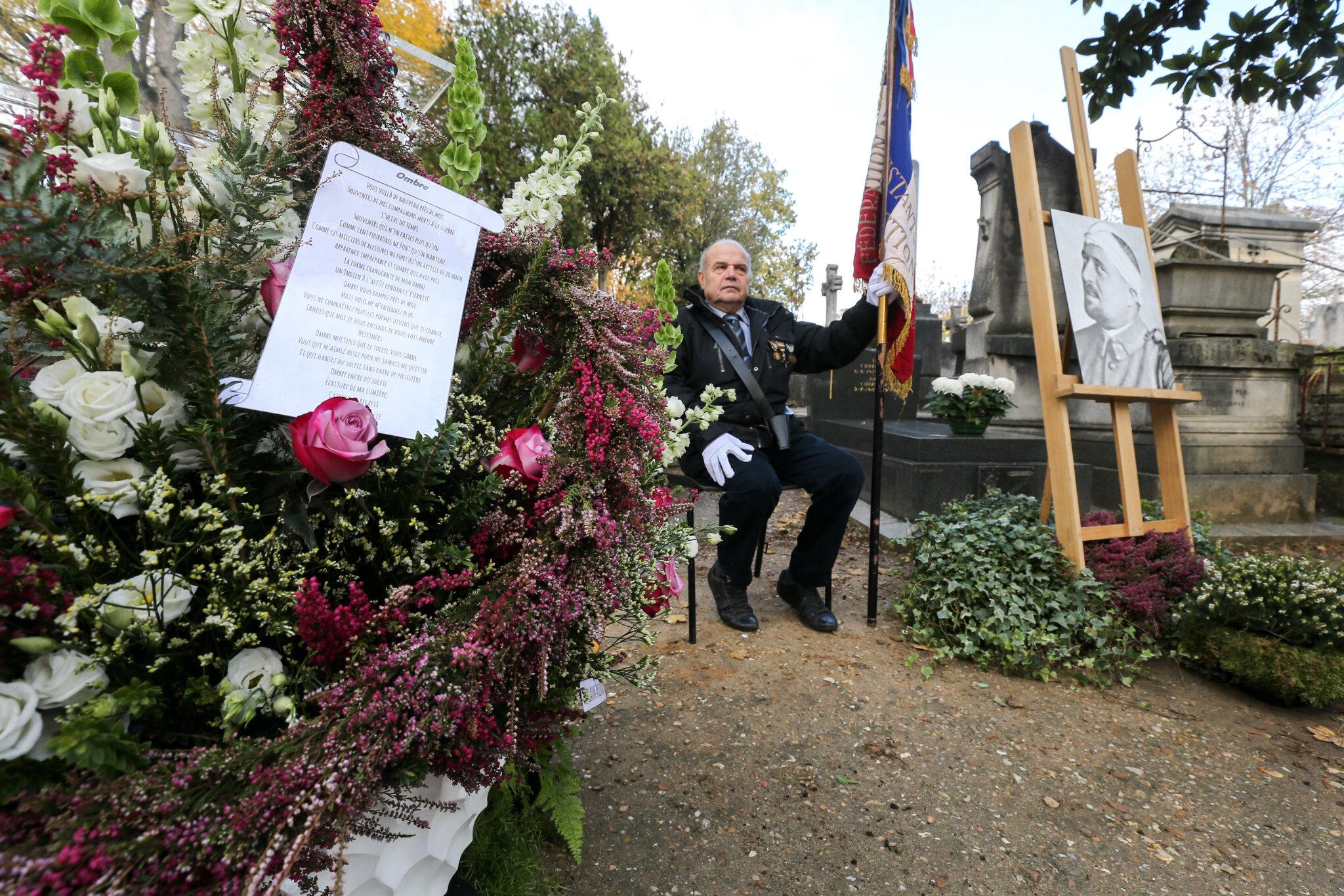 Hommage à Guillaume Apollinaire au Père Lachaise. © Michel Stoupak. Jeu 08.11.2018, 10h27m03.