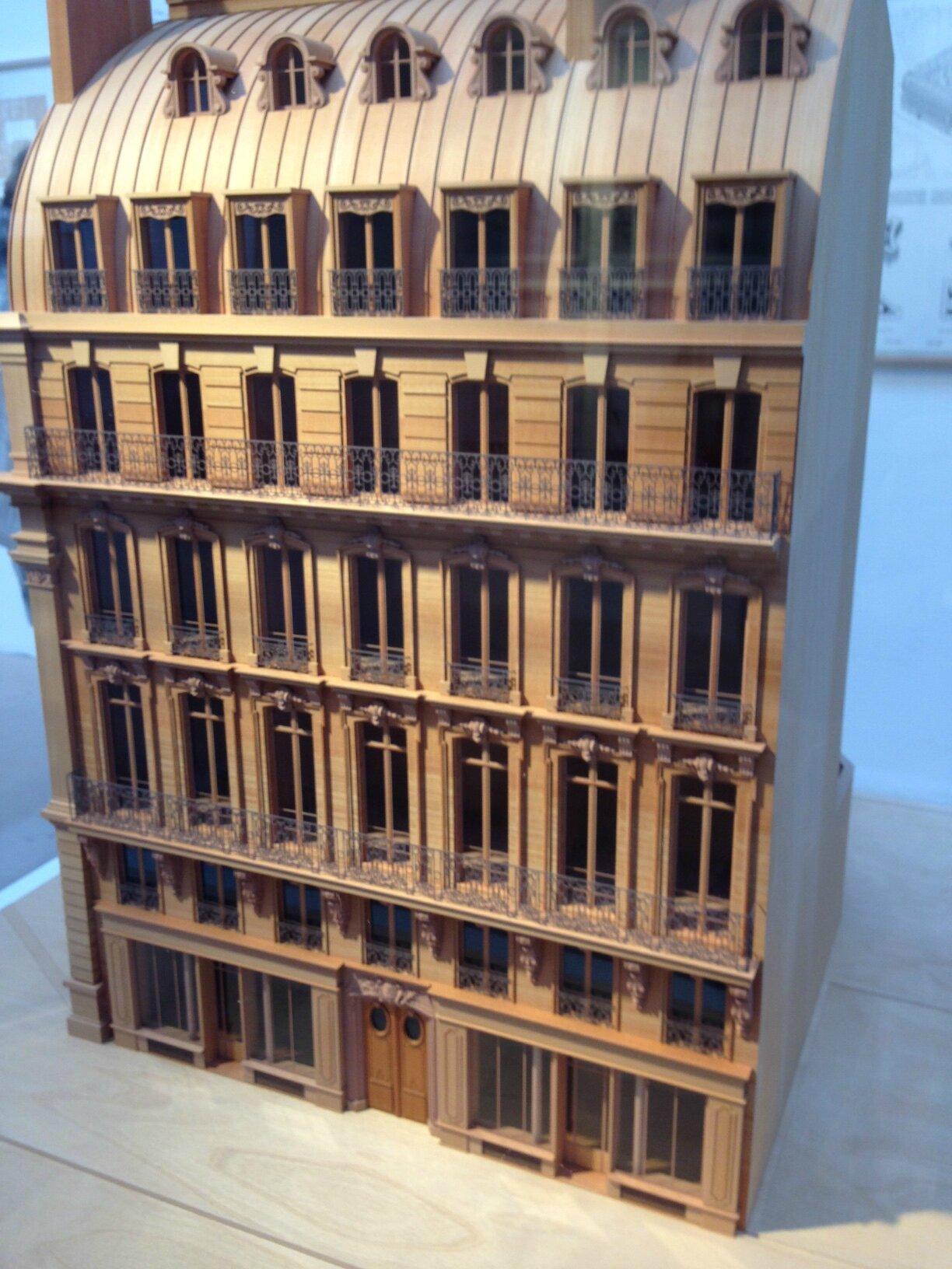 Caracteristique D Un Immeuble Haussmannien paris-haussmann, modèle de ville - exposition au pavillon de