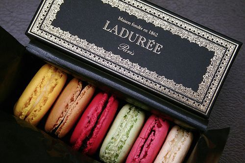 laduree-macarons-paris-pic1