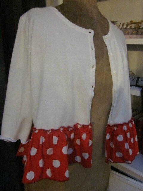 Cardigan GRETA en coton blanc et volant de popeline rouge à pois blancs (5)
