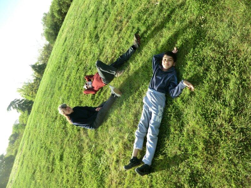 Journée fatiguante, repos dans l'herbe