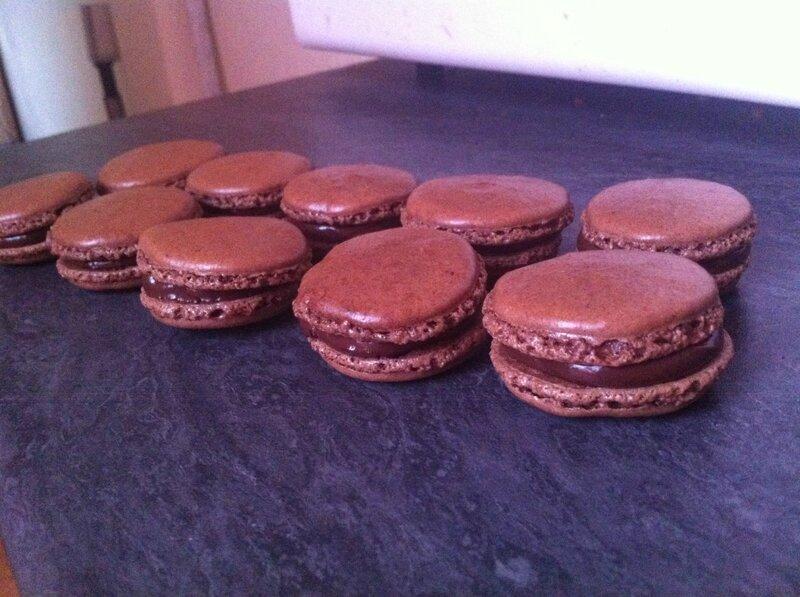 macaron chocolat fraise des bois