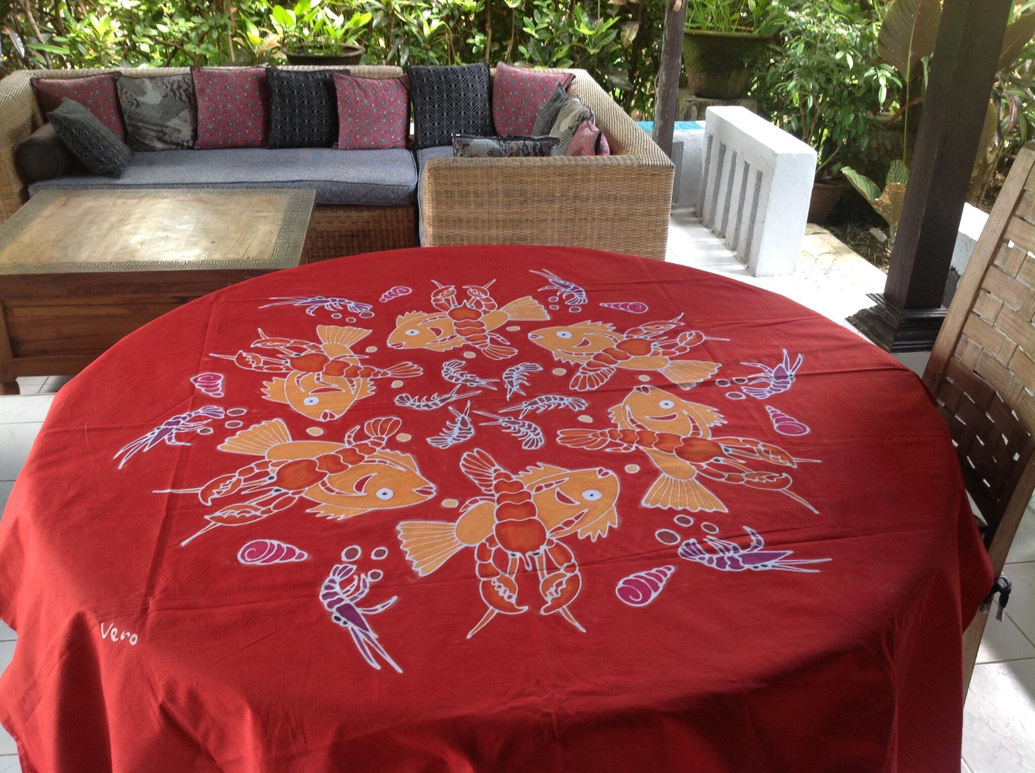 Nappe rouge crevettes au centre