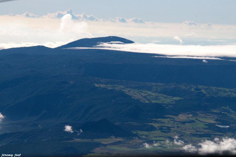 Plaines et Volcan en éruption