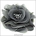 Fleur en tulle gris