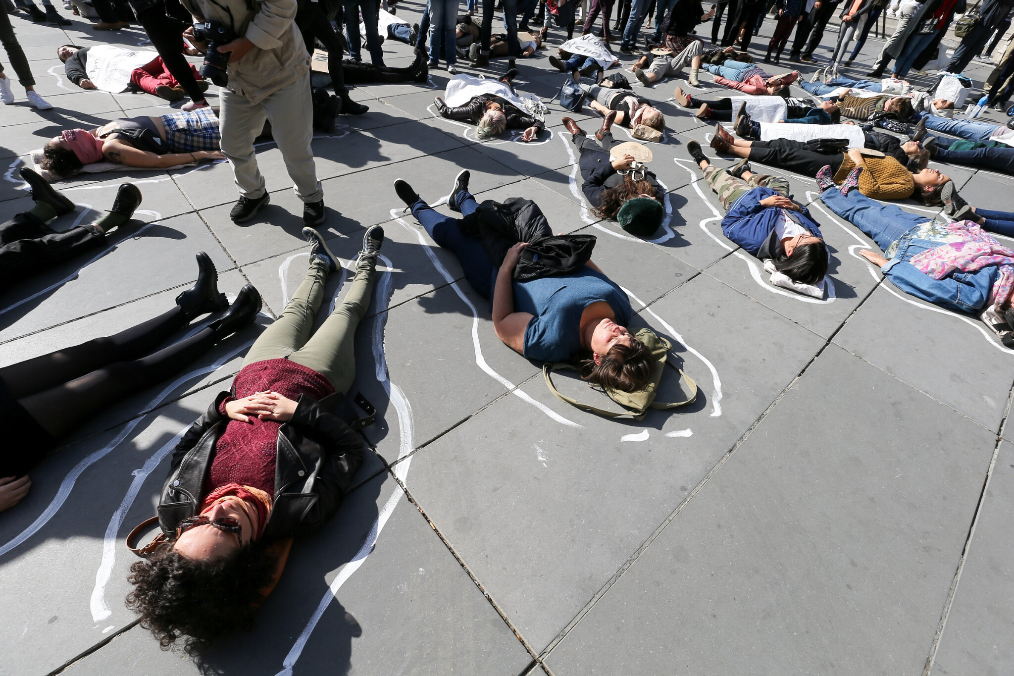 Die-In à Paris pour #MeToo. © Michel Stoupak. Sam 29.09.2018, 13h43m00.