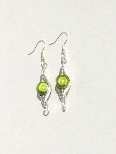 boucles d'oreilles wire argent perle verte face