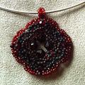 pendentif-noir-et-rouge