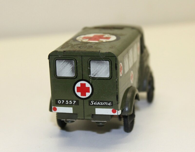 Berliet GAK ambulance (3)