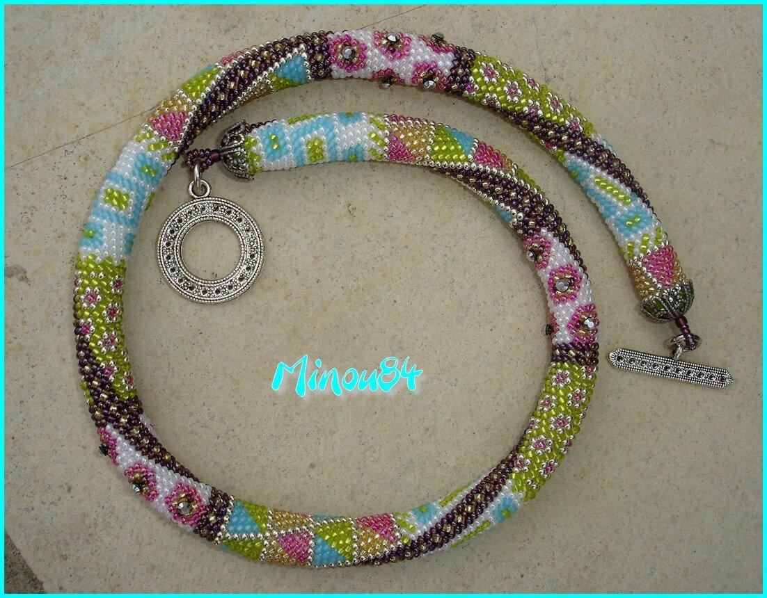 Spirale crochetée mailles serrées, sur 16 perles. R11 Miyuki et crystal meshs de Swarovski