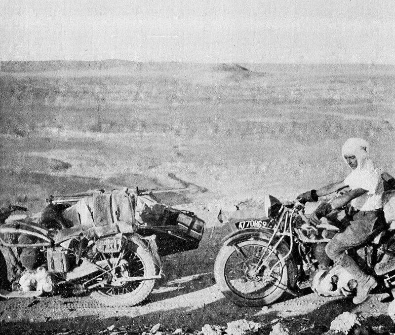 1 - Entre Fort Mirbel et El-Goléa - les motos devant les dunes