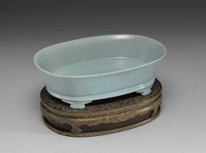 Basin in celadon glaze, Ru ware, Northern Song Dynasty, National Palace Museum Collection
