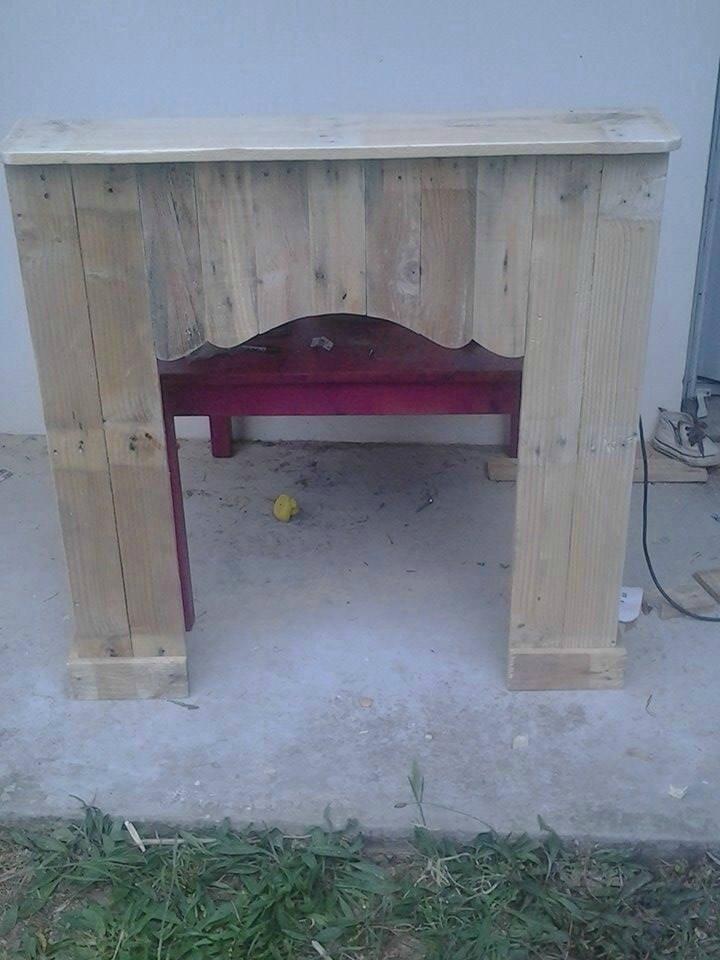 Cheminée décorative en bois de palette fabriquée par Caroline