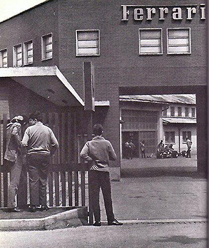 1967-Maranello-entree usine