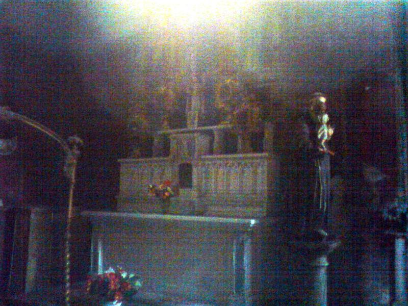 Eglise Ste Croix, chapelle St Momolin, l'autel