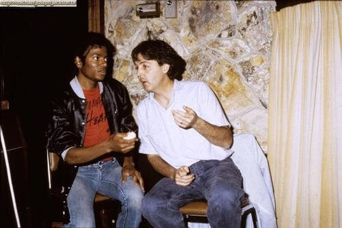 Michael-Jackson-Paul-McCartney-3_i738175