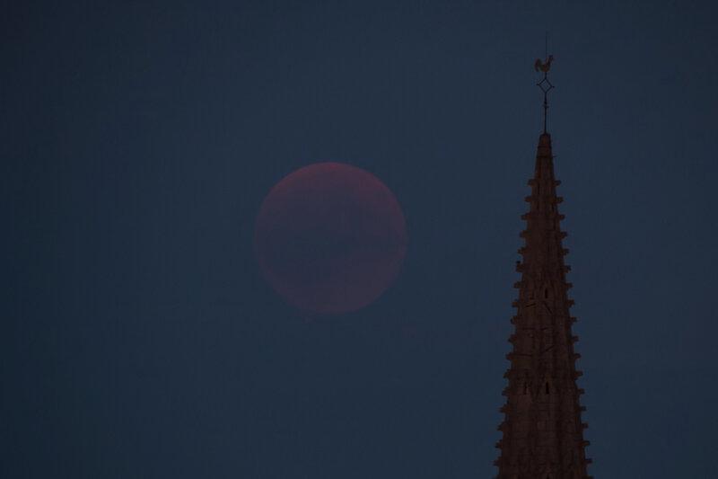 0 Eclipse Lune début visible coq 270718 ym