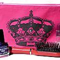 Une couronne peinte ... un effet velours ... une trousse à maquillage girly grand format !
