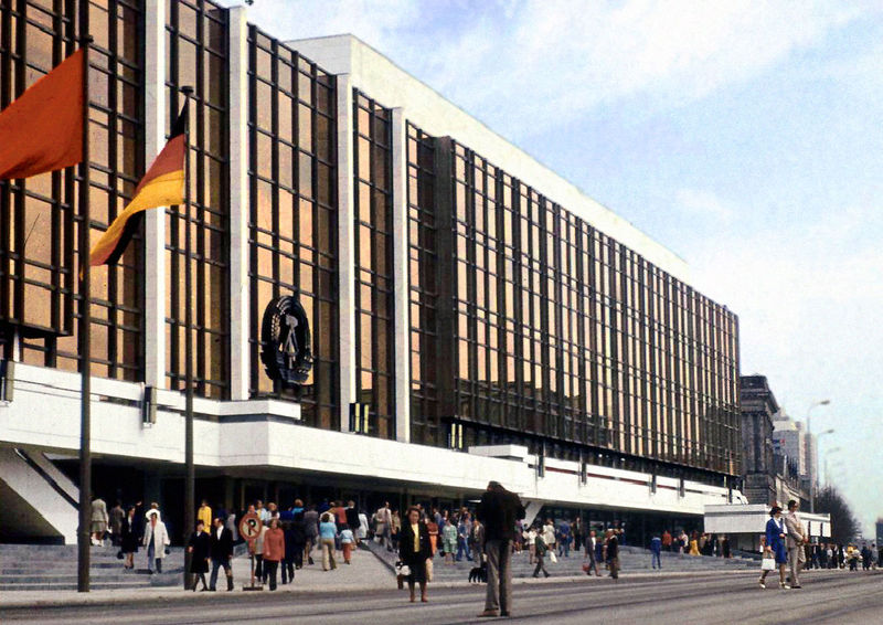 palast_der_republik_berlin_ddr