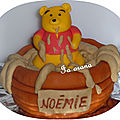 Winnie l'ourson dans son pot de miel!