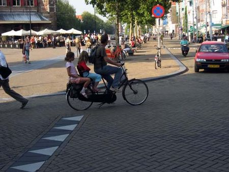 ps8s_amsterdam_bicycle_many