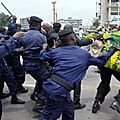 la_police_disperse__une_manifestation___Kinshasa