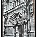 Vannes - porche de la cathédrale datée 1966