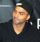 Tony_Parker_au_Virgin_Paris_028
