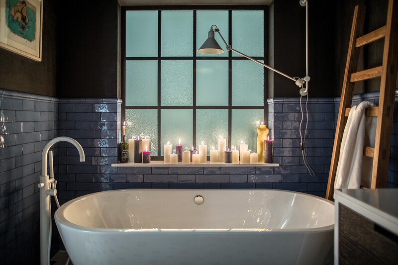 bathroom-candle-lit-romantic