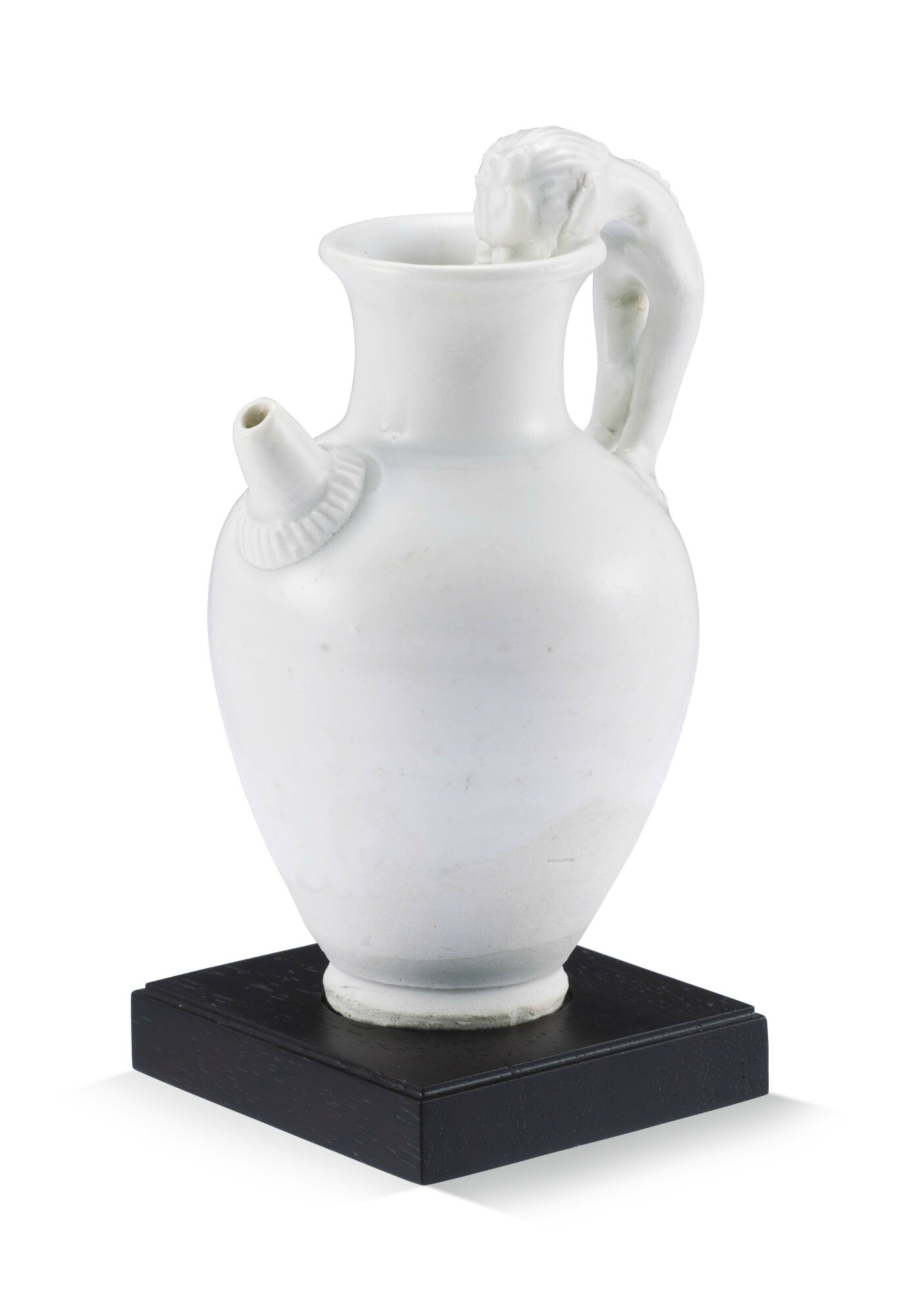 A small white glazed ewer, Five dynasties (907–960)