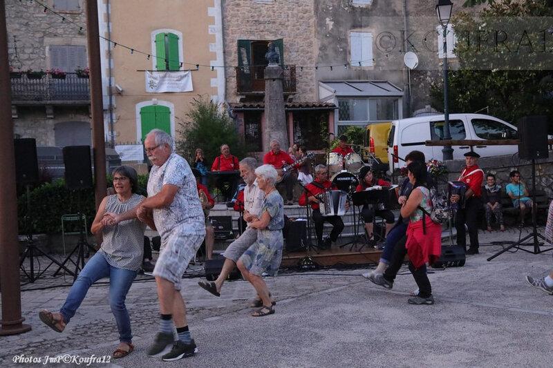 Photos JMP©Koufra 12 - Le Caylar - Los Musicaires del Castèl - 14072019 - 0629
