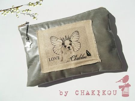 trousse dogue papillon gris beige