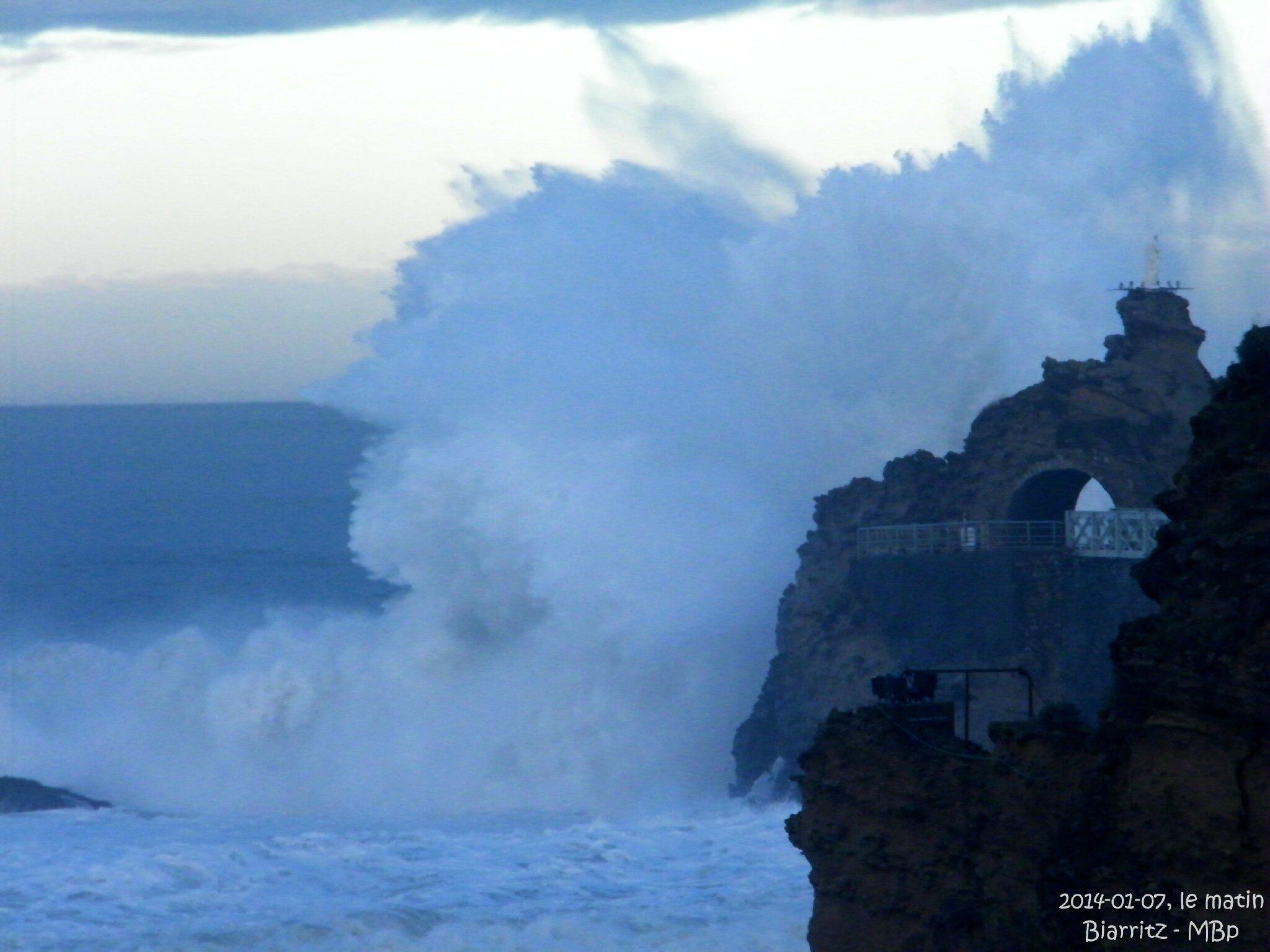 2014-01-07 grosses vagues au pic de la marée haute 2705