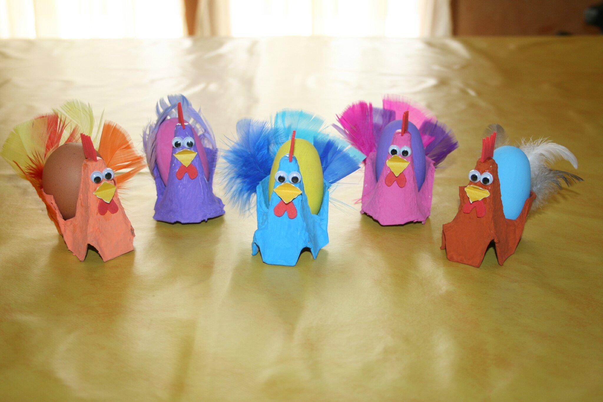 poules de paques fabriquées avec des boîtes à oeufs - les lutins