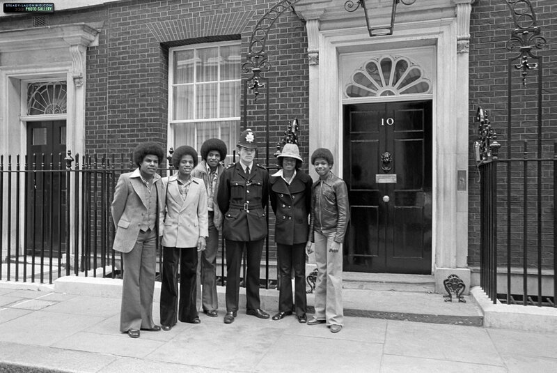 Michael-in-London-1977-michael-jackson-6875673-1200-802