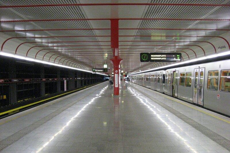 Wien_U-Bahn-Station_Leopoldau_Bahnsteig