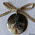 Médaillon de la Sainte Famille en nacre - 22 €