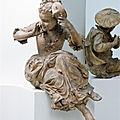 Jeune femme tenant un masque, partagé par françoise alberge