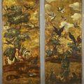 Paire de panneaux en cuir doré peint d'un décor animalier sur un fond de paysage./ flandres, xviiième siècle