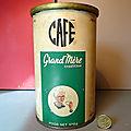 Une boîte de café grand'mère des années 60 tout en métal lithographié avec une superbe illustration !