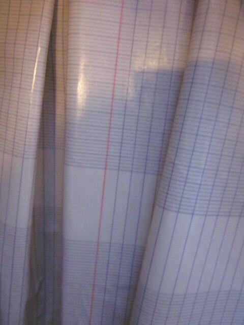 Ciré AGLAE en coton enduit imprimé page d'écriture sur fond écru fermé par un noeud dans le même tissu (6)