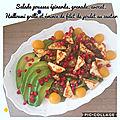 Salade pousses d'épinards frais, grenade, avocat, filet de poulet au zaatar, halloumi grillé, tomates cerises jaunes