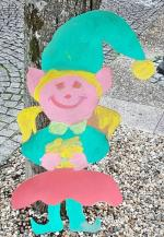Le périscolaire a décoré la Place des tilleuls CAUDROT 19
