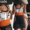 Robe trapèze bicolore de style sixties graphique soulignée de dentelle orange et imprimé visage !