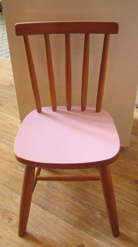 chaise rose enfant 002